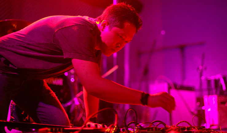 """Dennis Wong    黃仲輝    Dennis Wong (HK), a.k.a. Sin:Ned, is an improviser, experimentalist and noise practitioner from Hong Kong. He is the co-founder of Re-Records, Twenty Alpha, and the Hong Kong organizer of JOLT Festival. He is the core member of No One Pulse, After Doom, adeō and underture, and the main advocator of the Hong Kong underground experimental music scene with his prolific output and concert series Noise to Signal and festival series Kill The Silence. His works have been featured in the infamous Belgium imprint Sub Rosa's """"An Anthology of Chinese Electronic Music"""" and """"An Anthology of Noise & Electronic Music Vol. 7"""".    黃仲輝 (香港),又名 Sin:Ned,是一名即興表演者、實驗音樂者及噪音實踐者。他是Re-Records、Twenty Alpha的創辦人之一、JOLT Festival於香港的組織者,以及樂團No One Pulse、After Doom、 adeō和underture的核心成員。作爲香港地下實驗音樂的擁護者,他對此作出了豐富的貢獻,包括推出了Noise to Signal音樂會系列以及Kill The Silence節日系列。他的作品,先後被輯錄於比利時先鋒音樂廠牌Sub Rosa的《An Anthology of Chinese Electronic Music》及《An Anthology of Noise & Electronic Music Vol. 7》。    photo © Ray Fung"""